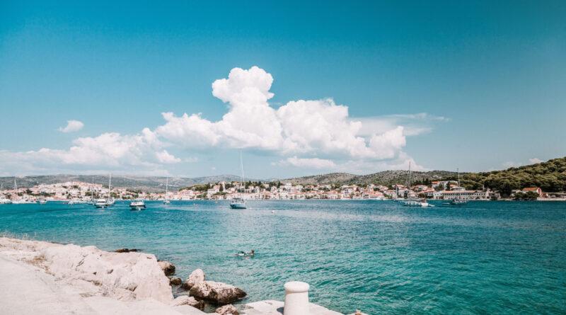 Er du på udkig efter en billig ferie til Kroatien, hvor du kan spare en god sjat penge, så er afbudsrejser nok den allerbedste måde at spare en masse penge på.